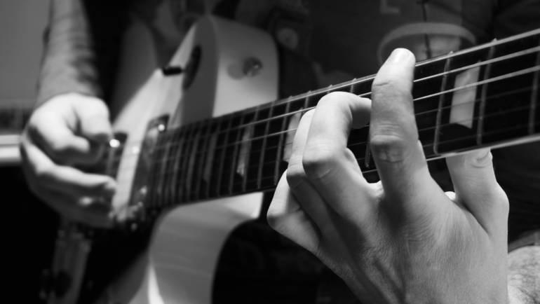 Ηλ. Κιθάρα – Μπάσο